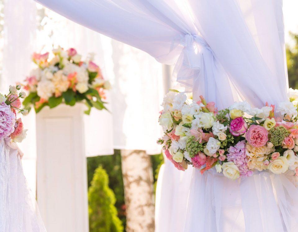 Dekoracje weselne Toruń- dekoratorka sal ślubnych kosciolow samochodow